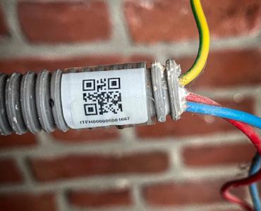 Etiquettes adhésives flexibles - câbles, tuyaux, gaines électriques, faisceaux
